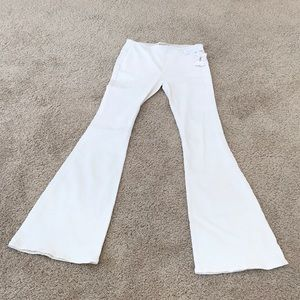 NWT! Free people SZ 28, ivory pull on flare jeans